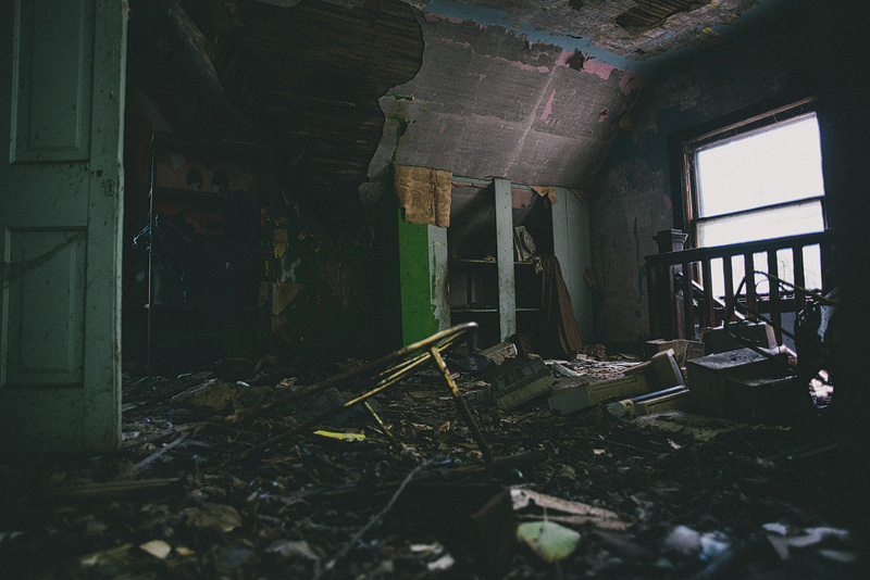 Abandoned houses are cool.