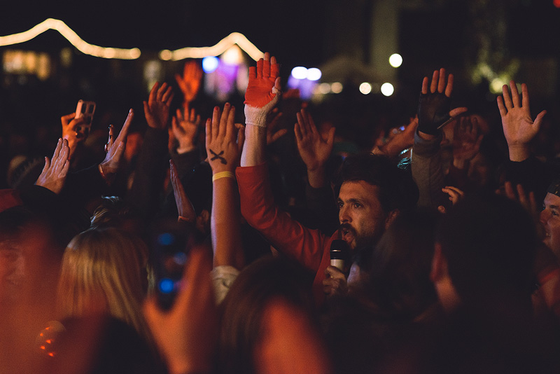 Alex Ebert in the crowd.