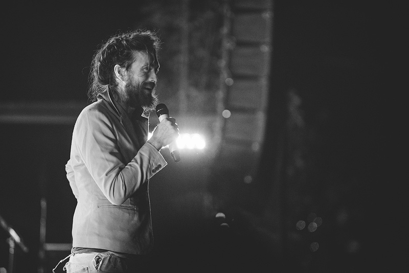 Alex Ebert singing at Crossroads in Kansas City.