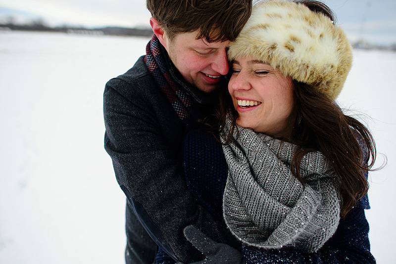 Sweet engagement photos in the snow.