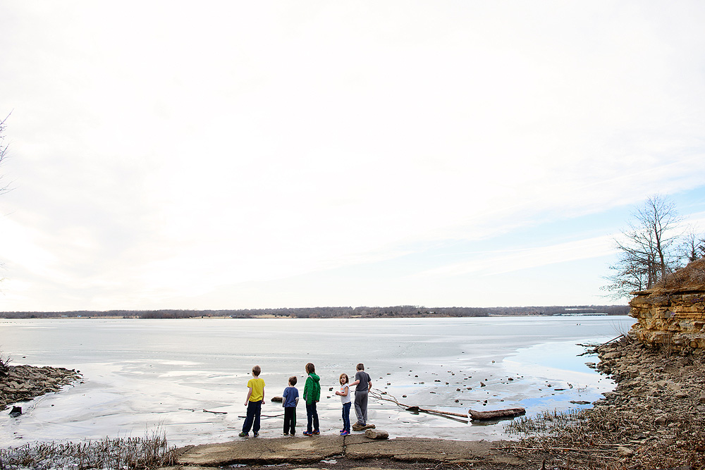 exploring-longview-lake-in-january-ice-nature-24